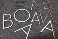 Буквы из бронзы матовые с покрытием лаком