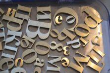 Цифры и буквы из латуни на заказ