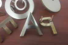 Приварка шпилек на латунные буквы в Москве