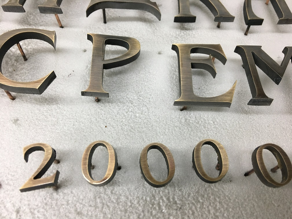 Латунные буквы